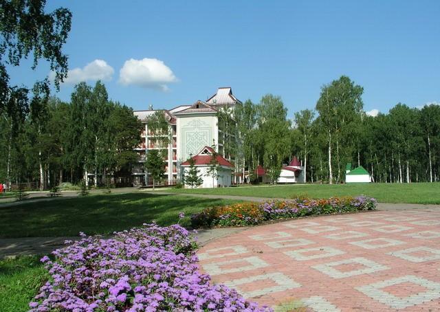 """Санаторий  """"Янган-Тау """" расположен в легендарном краю на родине Салавата Юлаева, в 200 км от Уфы, на живописном берегу..."""